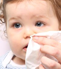 Bébé a un rhume ou le nez qui coule : que faire ? | Luc et Léa